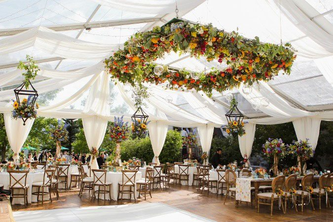 hanging flowers suspended arrangements 2018 wedding trends