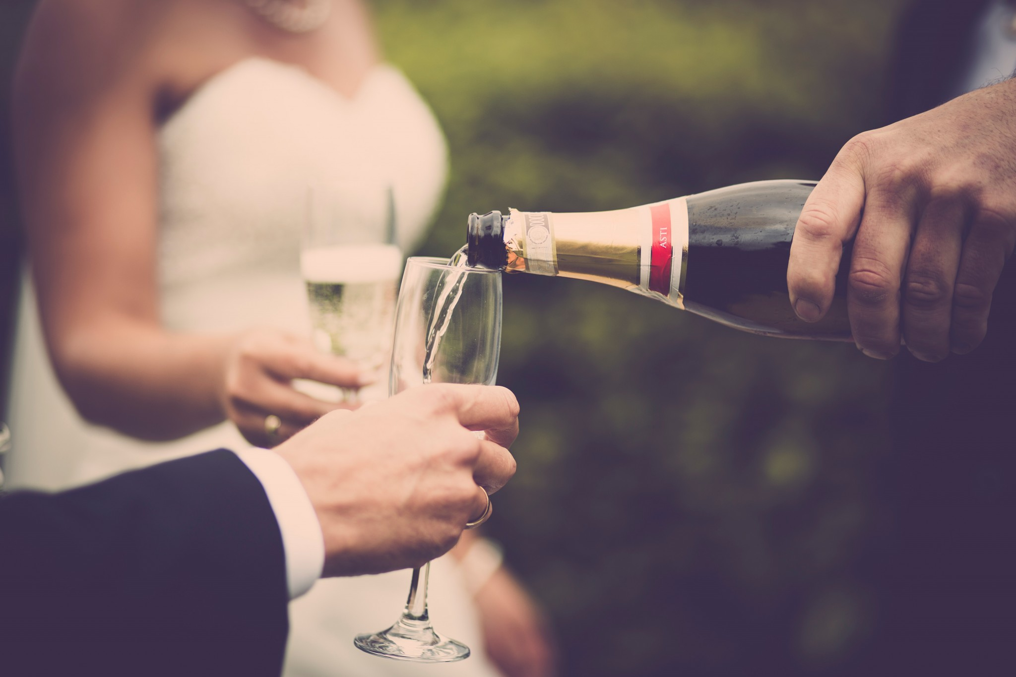 10 Tips to Writing a Maid of Honor Toast | www.WeddingsatIndianRidge.com